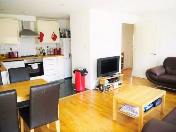 Two Bedroom & Two Bathroom Flat Available 3 Mins Walk to South Wimbledon Tube St