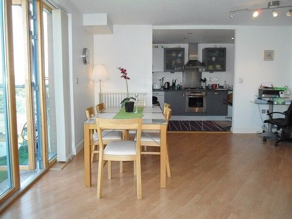 WONDERFUL 2 BEDROOM PENTHOUSE 5 MINUTE WALK FROM BOTH WEST SILVERTOWN DLR AND CANNING TOWN STN