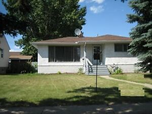 Great Value! - House Redwater w garage - near NWR,Shell Scotford