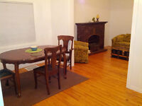 4 bedroom SHARED,  renovated  FEMALE   close to  HSC   UW