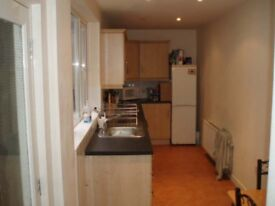2 Double Bedrooms in Nice House on Lisburn Road