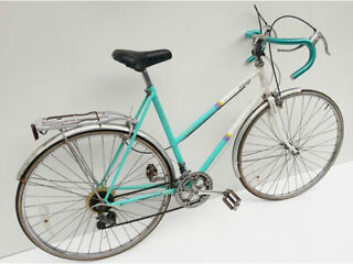For sale is a Vintage ladies Raleigh 'impulse' racing bicycle