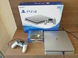 PS4 Nearly New, Comes with 4 games. Works Perfectly