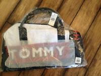 TOMMY HILFIGER BOSTON DUFFLE BAG brand new