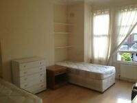 AMAZING OPPORTUNITY COUPLES / FRIENDS ! LOVELY AND SPACIOUS DOUBLE/TWIN ROOM **