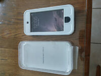 32GB Ipod touch 5th Generation with WATERPROOF case