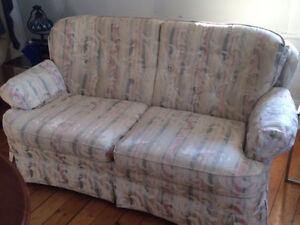Lovely love seat for sale