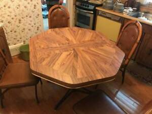Beautiful Antique Retro dinning table and 4 chairs