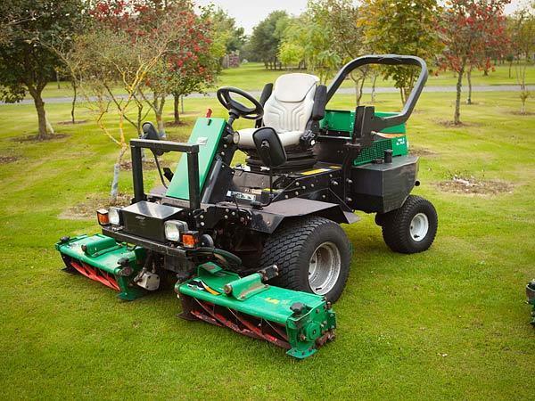 ransomes 2250 highway three gang cylinder mower   ride on mower diesel lawn mower in