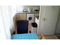 huge room in a clean flatshare,suitbale for a couple or 2 friends,elephant and castle se17,all in