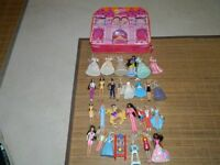 Barbies - 28 Mini Barbies with case