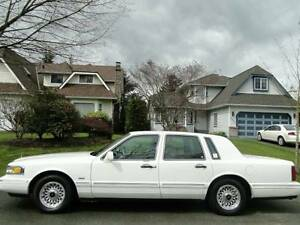 1996 Lincoln Town Car Executive Series, Low KM MINT $3800 obo