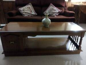 Beautiful & Unique Wooden Coffee Table, excellent like new