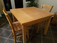 Birch extandable breakfast table with 2 chairs