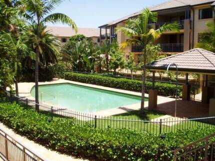 Fully furnished 3 bed unit next to UQ - St Lucia