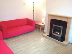 STUDENT ACCOMMODATION IN FAB 4 BED SHARED HOUSE - WALK TO UNI OF LEEDS OR LEEDS BECKETT UNIVERSITY