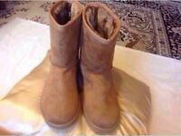 Brand new Ladies UGG boots size: 8/41 tan colour £25