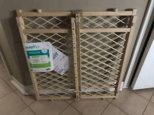 NEW BABY GATE PET GATE FENCE NEVER USED WOOD