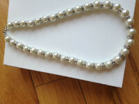 Beautiful Pearl Necklace and bracelet (Posh) New