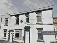 2 bedroom flat in Scouthead, Oldham, OL4 (2 bed)