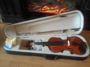 Gorgeous 4/4 Violin Brand New Never Used Full SizeComes with: