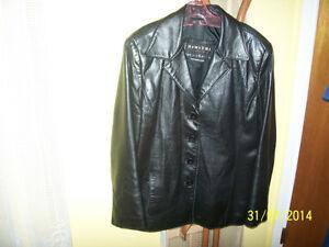 Manteau femme cuir véritable ainsi que blazer