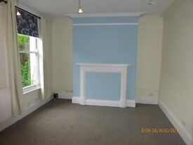 Spacious First Floor Studio with ensuite on Bath Road