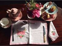 PRETTY VINTAGE /SHABBY CHIC 4 TABLE SETTINGS AND 4 NAPKINS 'NEW'