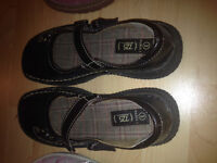 Shoes or sandals size 3