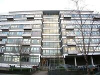 ** 2 BED FLAT TO RENT - PRIVATE BALCONY AND ROOF TERRACE - AV 31/10 - 360 P/W**