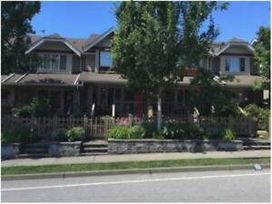 Beautiful 3 bdrm townhouse in heart of Willoughby avail Dec 1