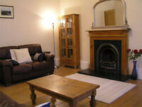 Ideal hogmanay holiday flat, central Edinburgh, by Meadows. Traditional apartment, ground floor.