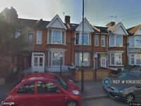 2 bedroom flat in Hatherley Gardens, London, E6 (2 bed) (#1063050)