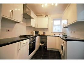 LOVELY 2/3 BEDROOM HOUSE MINS FROM SILVER STREET AND EDMONTON GREEN SHOPPING CENTRE...