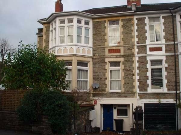 Stunning newly converted 3 double bed flat with parking