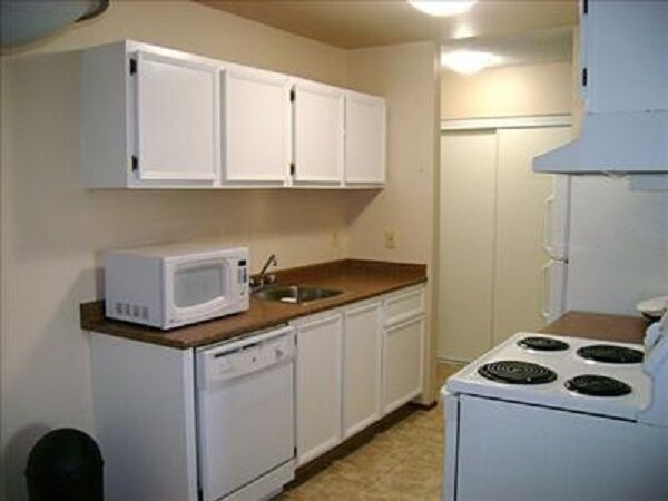 * Rooms For Rent....$240 Weekly or $50 A Night 7808802428