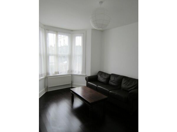 Stunning 2 bed minutes from Balham Station