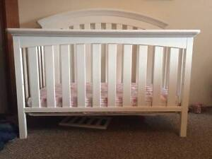 Crib and mattress / toddler bed