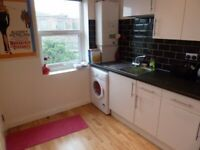 Come And Have A Look At This 2 Bed Flat On Battersea High Street Close To Station & Shops
