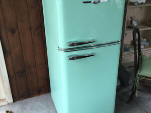 Like new TEAL northstar fridge .. Paid 3500$