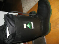 bAFFIN STEEL TOE INSULATED RUBBER BOOTS