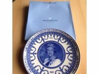 COLLECTORS ITEM Queen Elizabeth 11 to celebrate the golden jubilee Wedgewood Plate £30.00