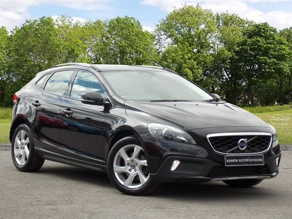 volvo v40 d2 cross country lux black 2014 in castlereagh belfast gumtree. Black Bedroom Furniture Sets. Home Design Ideas