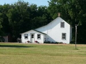 Acreage for sale 20 min from Neepawa 3bdrm home  w/heated shop.