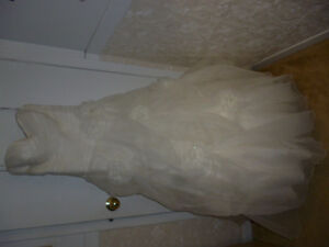 NEW PRICE! Ivory Wedding Dress-size 8 & Wedding Decorations