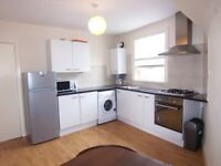 Two bedroom flat in Hackney Close to station