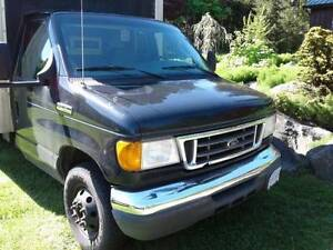 2006 Ford E450 Super Duty Cube Van