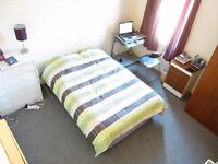 Large double room in a clean modern house with a garden & a living room. 5 mins walk to tube