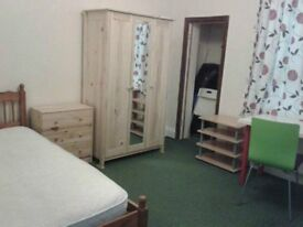 clean pretty double bed incl. all bills wi-fi etc. 4 mins walk to East ham tube st, zone 3