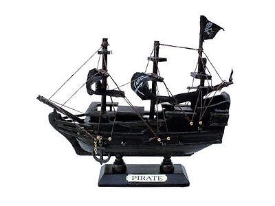"""Schiffs-Modell """"Piratenschiff"""" Jolly Roger aus Holz, klein, ca. 16 x 14,5 x 4 cm"""